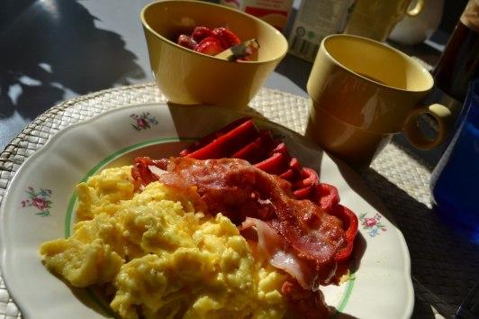 Jag gillar äggröra, bacon och jordgubbar...:-)