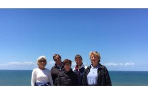 Med Atlanten i bakgrund på toppen av fyren i Sitio