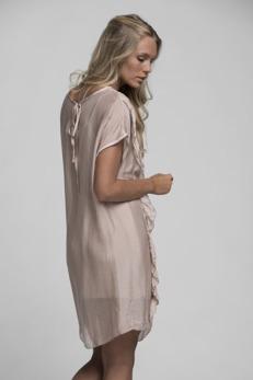 REA Ajlajk klänning i silke med volang - Strl S