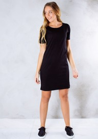 REA ByJolima Line dress svart