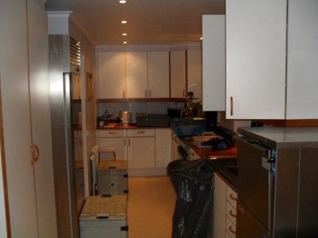Lättarbetat  kök med all nödvändig utrustning