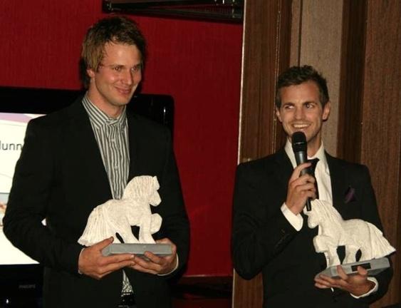 IDUNN:s AVELSVISARPRIS 2011 gick till Robin Haraldsen och Caspar Hegardt. På bilden syns Robin och Caspar med de fina Idunn-hästarna.