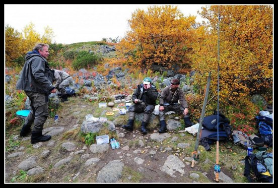 Lunch time with all at Long Pool in Kharlovka. Photo Thomas Thore
