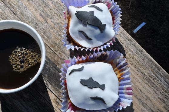 Laxmuffins och kaffe
