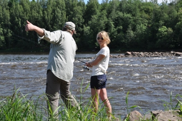 Lina fiskar i Kokemäenälven, Nakkila, Finland.