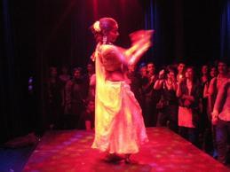 Elia Wali från Egyptiskt Kulturcentrum bjuder på Bollywooddans på klubben i januari 2011