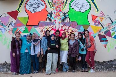 Muralmålnings-workshop med Saadia Hussain i Kairo, samarbete mellan Re:Orient och Darb 1718