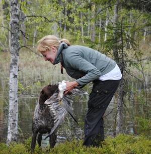 En glad Chica och en glad AnnHelén! Händerna används till att ta emot apporten, inte fånga den :)