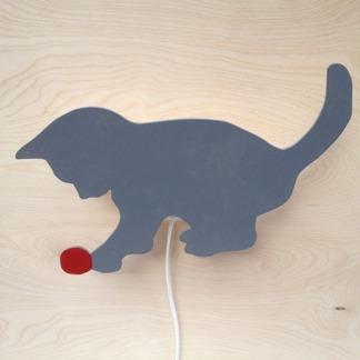 * Katt med nystan