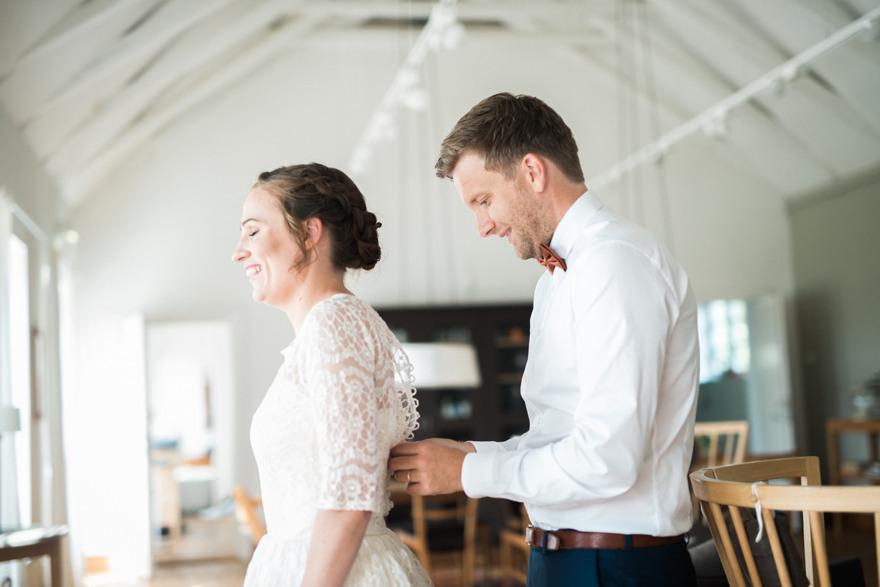 Bröllop på Kafferosteriet på Österlen. Bröllopsfotograf Rebecca Wallin