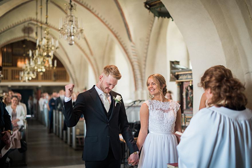 Vigsel i Söndrums kyrka, Halmstad. Rebecca Wallin
