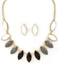 Stilrent halsband med stenar & matchande örhängen