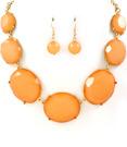 Halsband med örhängen med persikofärgade stenar