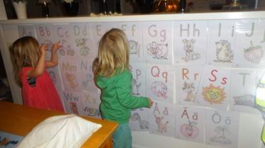 Vi övar alfabetet