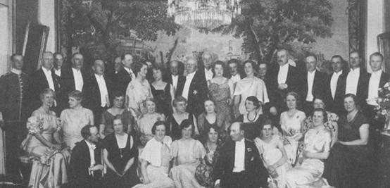 Släktmiddag den 16 juni 1934 i friherre Carl Gustafs och hans maka Olgas hem på Strandvägen 45