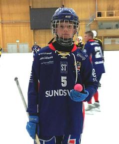 Theo med bollen som han satte dit första målet i A-laget med. Foto: Jonas Rönnqvist