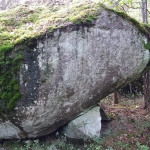 Sten med stöttesten