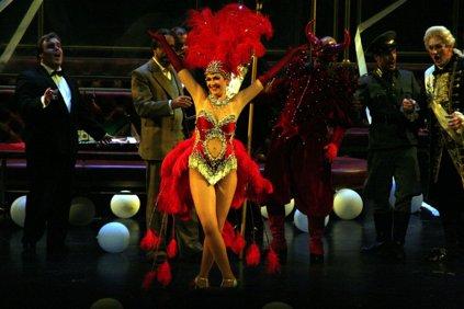 """Hoffmans äventyr 2011. En välkänd opera i färgsprakande spännande """"nytolkning"""" av regissör Orphan Phelan"""