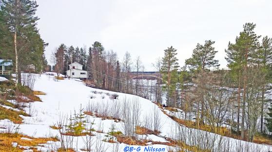 Kalixälven vid Börjelsbyn där järnvägsbron går fram över älven. Sommarstugan bebos numera året runt och har fin utsikt över älven.