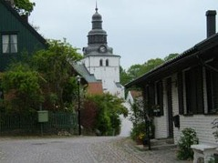 Streets with cobblestones, small shops and a lot of statues meet you in the small town, Laholm, day 3/4.