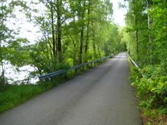 Idylliska småvägar utmed Hjörneredssjöarna med fina picknickställen, dag 3.