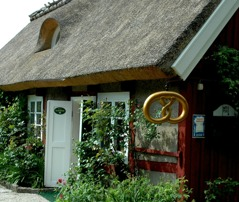"""A lot of nice places for a Swedish """"fika"""", coffee with cakes or sandwiches, along the way. Here Systrarna Lundgren, day 1. Photo: Region Skåne©Lena Birgersson."""