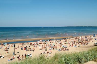 A lot of sandy beaches along Kattegattleden if you want to take a swim.