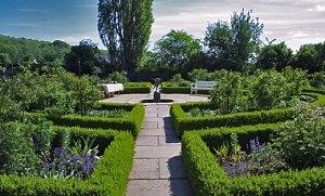 The garden at Hellekis manor