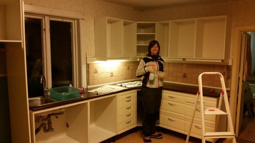 Köksstädning pågår samt demontering påbörjad