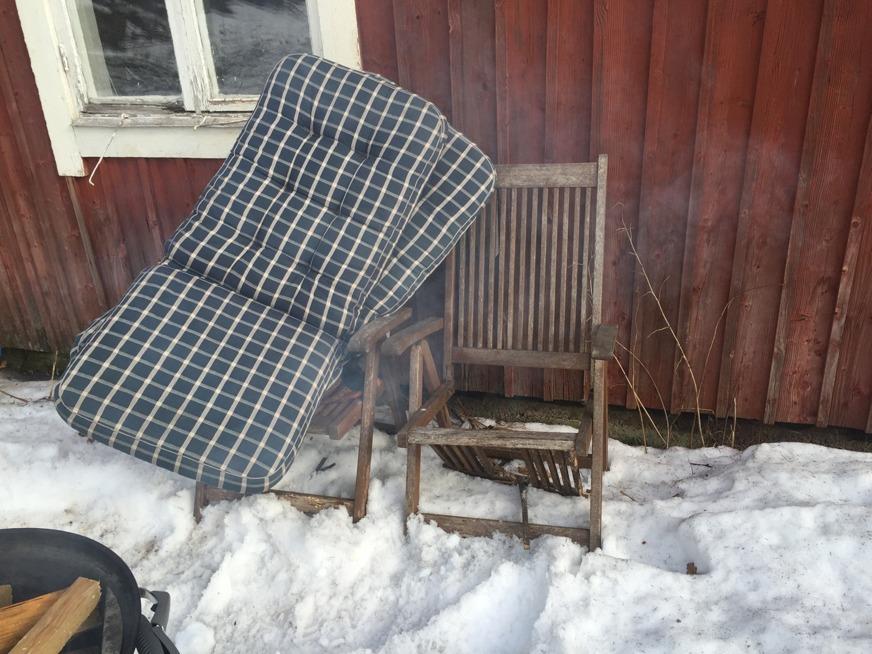 Lunchdags. Dock pallade en av stolarna inte för trycket... :-)