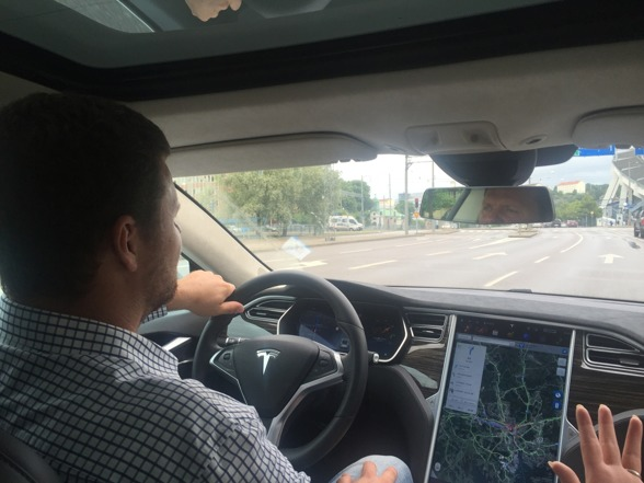 2016-07-11 Uffe provkör Tesla i Göteborg