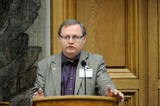 Riksdagsman Jan Lindholm (MP) vill att alla fossilbränslebilar skall vara avregistrerade senast 2030