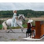 gnesta konstrunda 2016 robrt paraniaks foto alteza o Birgitta i galopp med piano