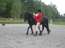 Atgeir, islandshäst med Julia Sehgal (ägare Carina Eriksson-Branderup)