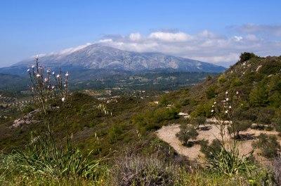 Vy mot berget Attaviros, Rhodos högsta.