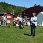 Domaren Johan Andersson tittar över alla gossarna