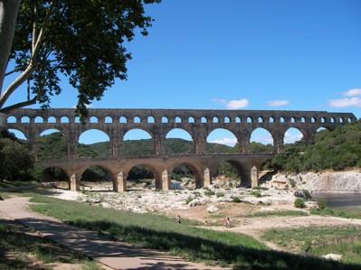En bra översättning fungerar som en bro (Pont du Gard, Frankrike).