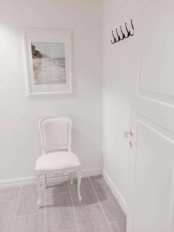 Herrarnas omklädningsrum med dusch.