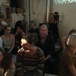 Författaren av Siltamus dumma huvud, Orion Righard, i publiken