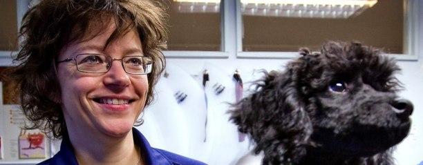 Publisert 09.03.2011 VIKTIG OPPFORDRING: Kari Bjørnland ber katte- og hundeeiere om å huske på å behandle kjæledyrene sine for revens bendelorm dersom de har vært i Sverige det siste halve året. Foto: JOHNNY HELGESEN