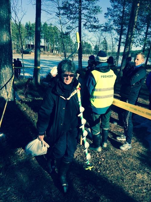 Nordiska mästarinnan Birgitta Gustavsson vid invägningen.