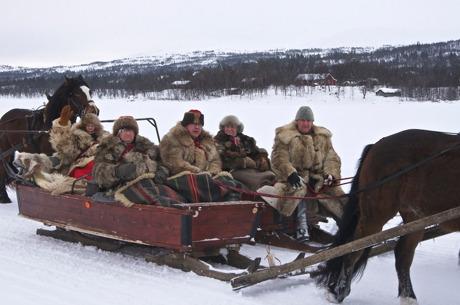 Karl Gunnar och Gunnar med sällskap i slädarna under en  tidigare tur till Röros
