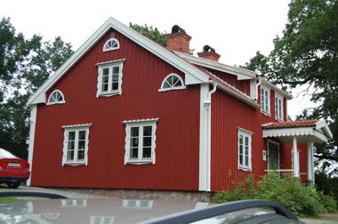 Övre Kapperstad har gott om plats, 8 bäddar. Norrköping, Söderköping och Kolmårdens djurpark inom 2-3 mils avstånd.