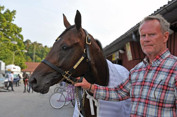 Foto: Hovtramp/Lasse - ägare med häst