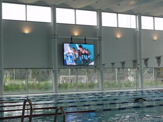 Vilundabadet i Väsby har valt en fullvideodsiplay på 5.92 kvm för att användas vid simträvlingar men naturligtvis också som marknads- och informationsplattform för badet driftsentrprenör Medley.