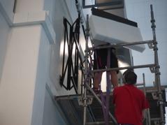 Ett nytt utfällbart fäste monterades på väggen. Klicka på bilden så ser du bättre !!!
