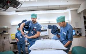 6 har operarats på Karolinska och 15 står på kö.
