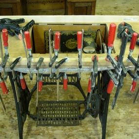 Symaskin under arbete