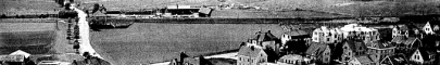SAJ kommer från söder (vänster) passerar först banvaktsstugan därefter Varnhemsvägen och det lilla industriområde som låg väster om SAJ-banan. Vasastaden/Västermalm blir den sista kontakten med Skövde