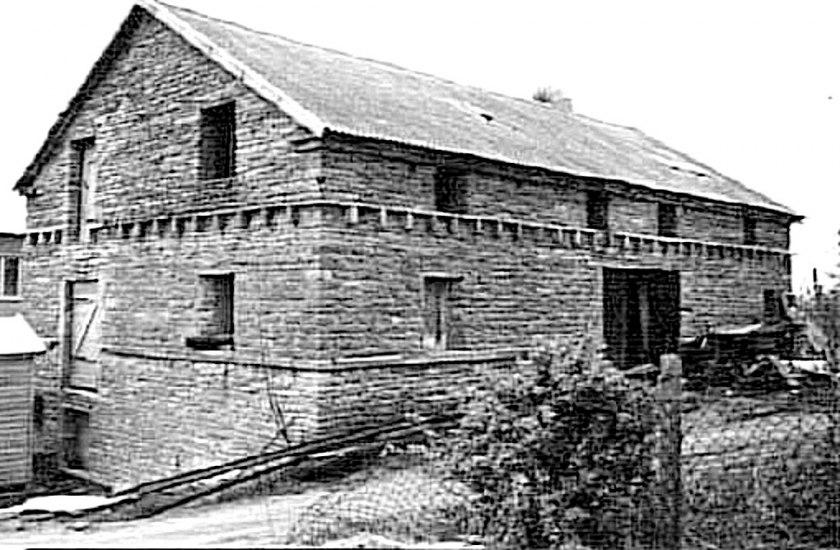 Frödingsborgs kvarn från 1790 stod länge som ruin innan den revs för ett nytt bostadsområde i kvarteret Vadden. (Skövde Stadsmuseum)